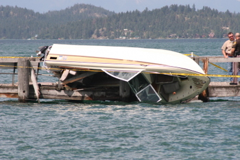 Boat_crash_009